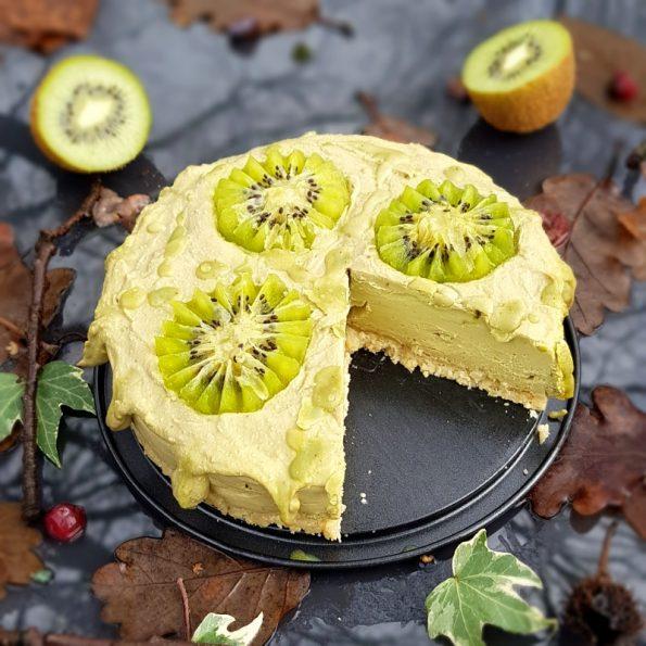 Matcha-Zitronencremetorte mit fruchtigen Kiwis